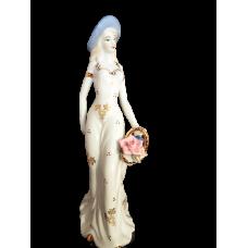 """Статуэтка """"Девушка с цветочной корзинкой"""""""