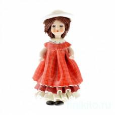 Кукла в красном платье и шляпке