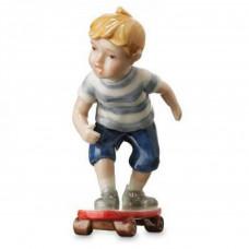 "Статуэтка ""Мальчик на скейтборде"""