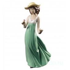 """Статуэтка NAO """"Девушка в соломенной шляпе"""" (Спец. издание)"""