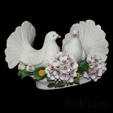 """Статуэтка """"Пара голубей с гортензией"""""""